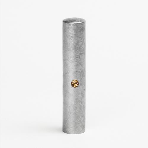 最短即日出荷 10年保証 個人印鑑 銀行印 粒界チタン 迅速な対応で商品をお届け致します ライトピーチ 12mm 丸寸胴タイプ アウトレットセール 特集 銀 スワロフスキーアタリ付き