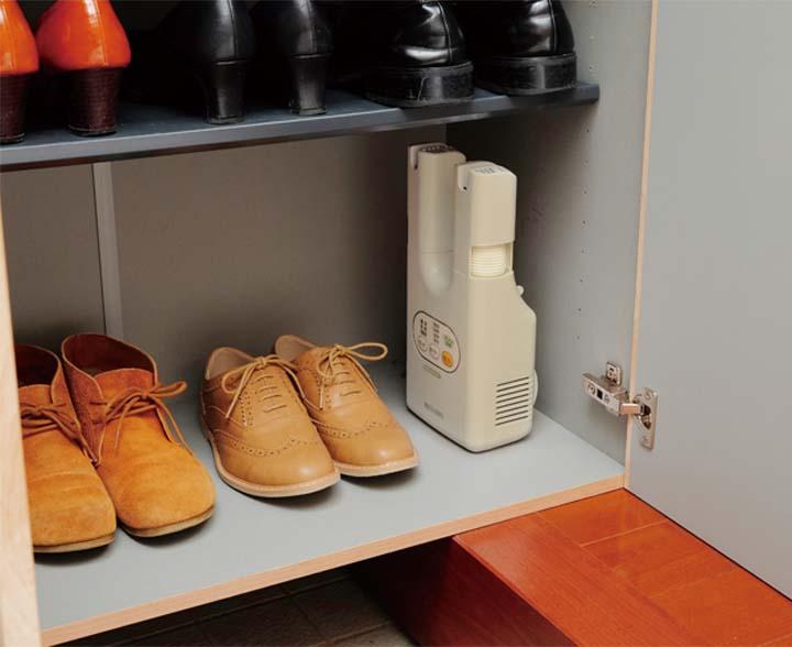 靴乾燥機 くつ乾燥機 脱臭くつ乾燥機 カラリエ SDO-C1-C あす楽 乾燥機 脱臭 乾燥 除菌 コンパクト 省スペース クツ くつ 靴 スニーカー 革靴 ブーツ 運動靴 雨 おしゃれ 除湿 シューズドライヤー 新生活 一人暮らし アイリスオーヤマ
