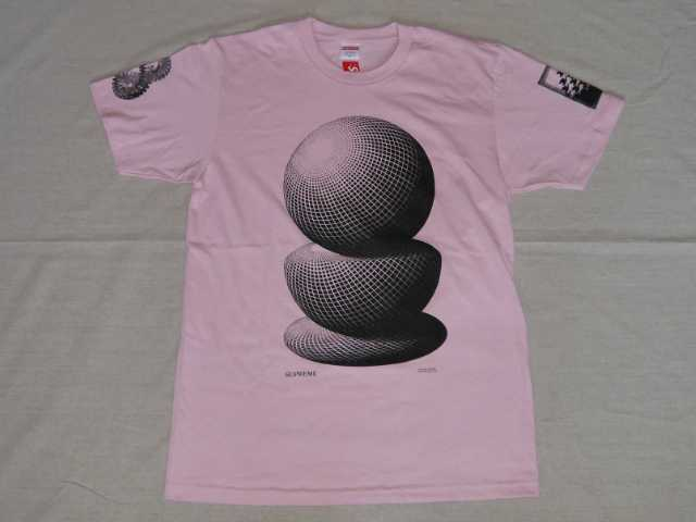 SUPREME(シュプリーム)×M.C. Escher(M.C.エッシャー) Tシャツ Three Spheres Tee(スリー スフィアーズ) Pink(ピンク) MADE IN USA(アメリカ製) 2017年春夏モデル(2017SS) Mサイズ トロンプルイユ(だまし絵トロンプ・ルイユ)【中古】