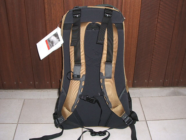 ARC'TERYX(akuterikusu)背包ARRO22(阿罗22)TAN(舌头)MADE IN CANADA(加拿大制造)滞销商品