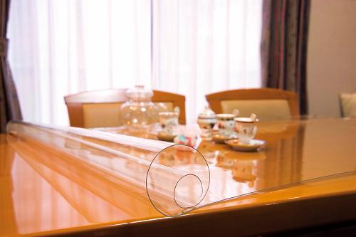 透明テーブルマット(1m/m)定型サイズ約900×約10m巻 透明 日本製 キズ防止 汚れ防止 透明マット テーブル デスクマット 送料無料