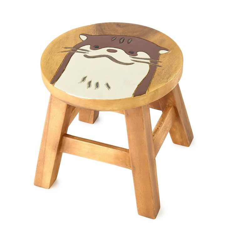 つぶらな瞳のカワウソが可愛いウッドスツール ウッドスツール カワウソ 約 φ25×H25~26cm おトク 商い アカシア製 天然木 腰掛 ラウンドスツール 椅子 ディスプレイ台 木製 手作り 可愛い