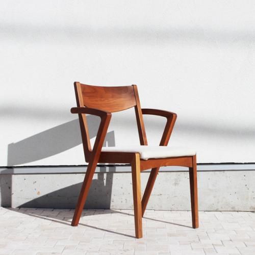 LARGO TAST arm chair (DC315-1W) / ラルゴタストアームチェア W51xD54xH76xSH43xAH76 cm