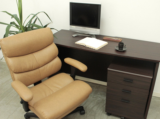 ★全品p2倍★オフィスチェア チェア デスク用 椅子 肘付き キャスター付き デスク用チェア オフィスチェアー 幅63cm 奥行66cm 高さ91~110cm キャメル色 レトロ モダン かっこいいチェア 組み立て品 おしゃれ かわいい