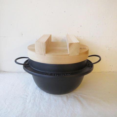 岩鋳 / ごはん鉄鍋 3合炊き<木蓋> No.21285IH200V対応 直火OK南部鉄器/岩手/日本製/国産/ごはん/鍋