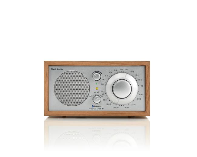 ≪送料無料!≫Tivoli Audio Model One BT / Cherry/Silverチボリ オーディオ / モデル ワン ビーティー 色:チェリー/シルバーBluetoothワイヤレス技術搭載・AM/FMアナログ・モノラルラジオ・スピーカー
