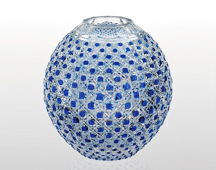 【カガミクリスタル】 江戸切子 〈八角籠目 紋〉 瑠璃色被毬形花瓶 (青)
