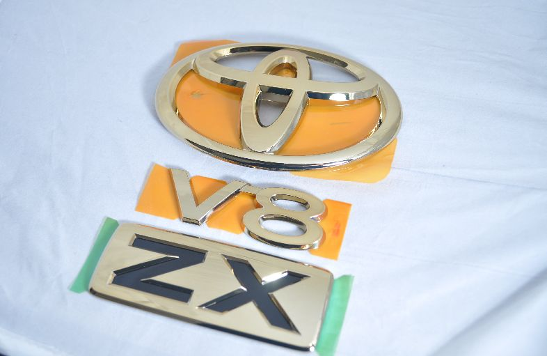 UZJ200系ランドクルーザー ゴールドエンブレムリア3点  純正/メッキ/カラーメッキ/セット/単品/車/車パーツ/カーパーツ/高品質/送料無料