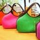 肩に掛けたままファスナー開け閉めが出来 肩掛けと手持ちで持てる ファッショナルなバッグ ヘリテイジ ウェットスーツ素材 毎日激安特売で 営業中です 全18色 新品 送料無料 そら豆バッグ ヘリテイジバッグ