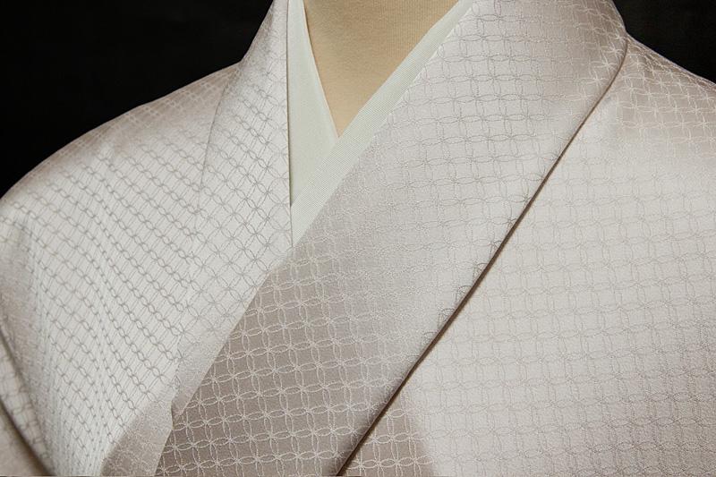 色無地 緞子 七宝文 やや落ち着きのある桜色