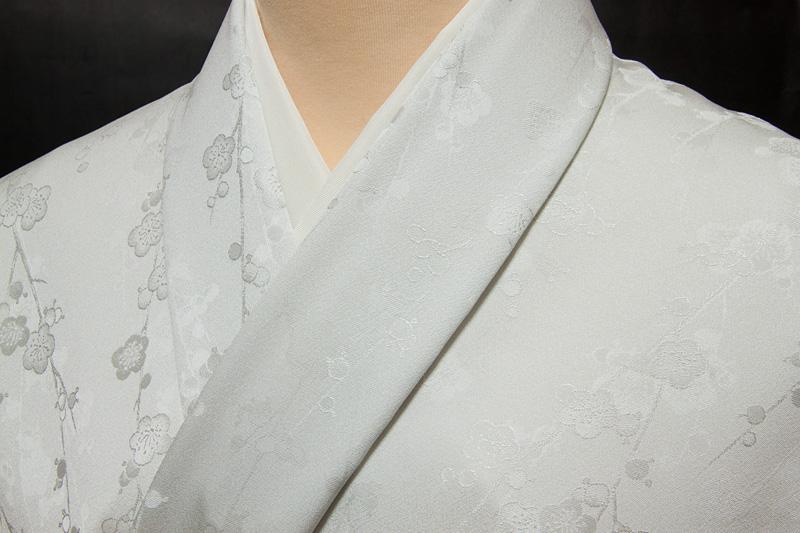 色無地 付下げ柄 紅白梅文 明るい白鼠色【反物1反・正絹胴裏1枚・正絹縫取共色八掛1枚のセット】