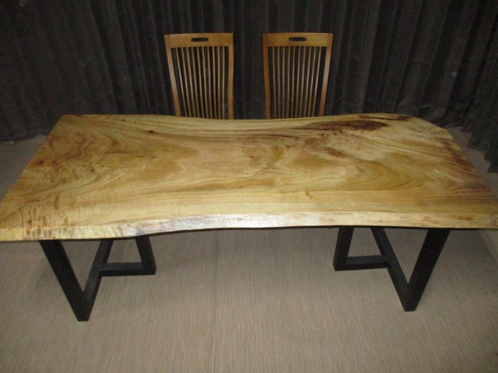 一枚板無垢のテーブルです 豪華テーブル 食卓机 おしゃれ W-097■ 楠 クス 豪華 一枚板 ダイニングテーブル 激安超特価 ローテーブル 無垢一枚板 送料無料 インテリア カウンター 家具 ダイニング 座卓 1枚板 無垢材 テーブル 新品未使用正規品 天板 木製テーブル