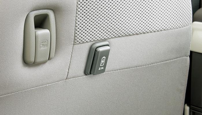純正自動車部品を販売中 HONDA ホンダ N-BOX エヌボックス USBチャージャー リア用 1口 5V 2.1A 純正 部品 アクセサリ JF3 宅配便 本物 オプション 入手困難 パーツ JF4 用品 小サイズ
