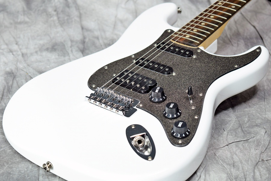 Squier / Affinity Stratocaster HSS Olympic White 【福岡パルコ店】