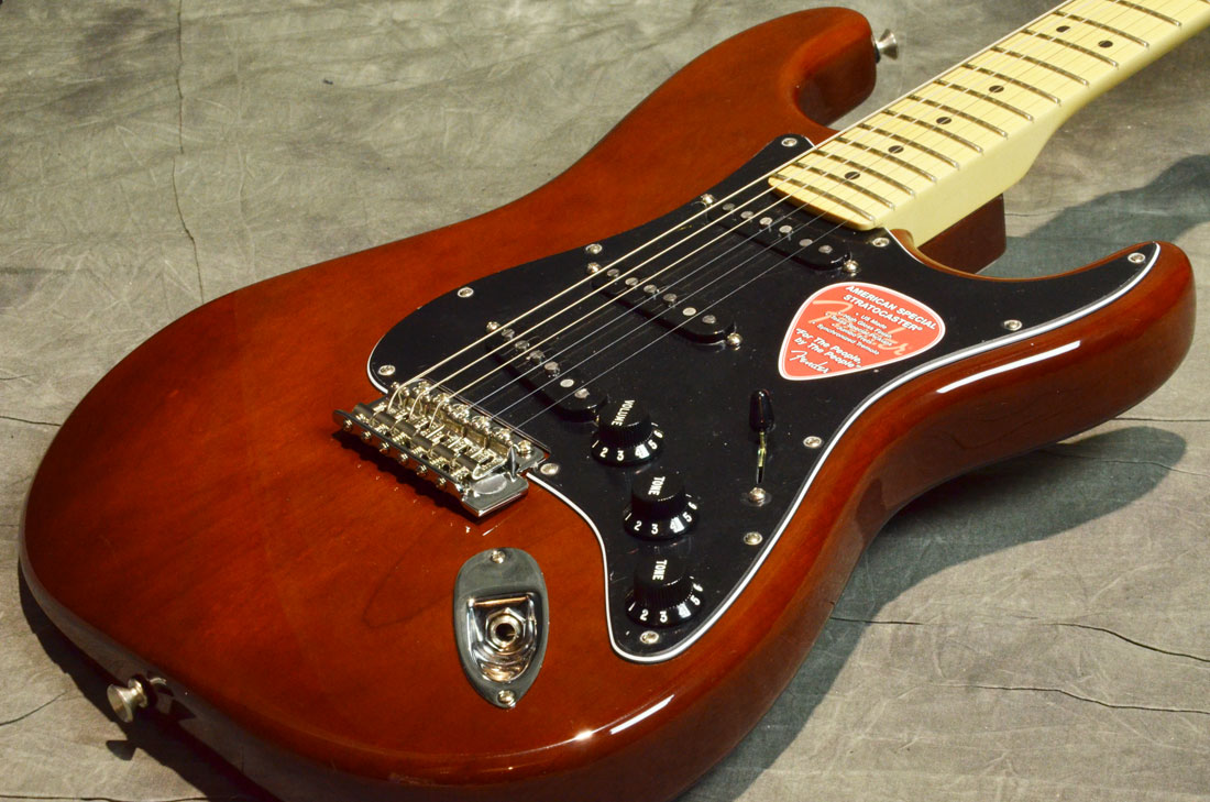 Fender USA / American Special Stratocaster Walnut Maple【横浜店】