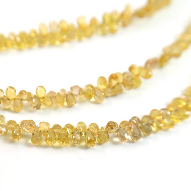 宝石質イエローサファイアAAAドロップカットビーズ2.5×3.5mm 一連売り(約150粒)
