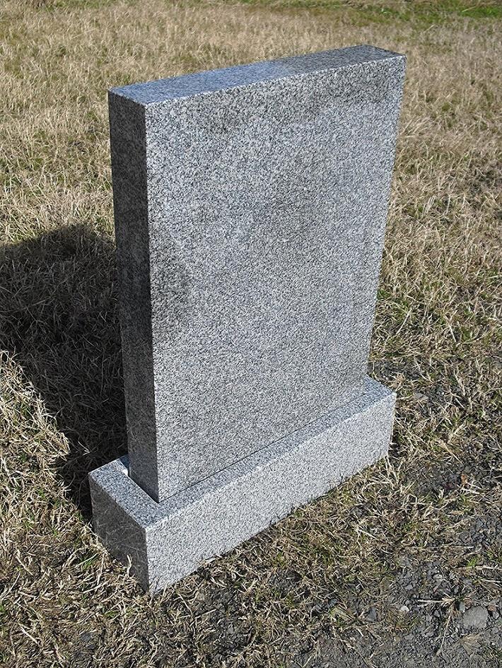 青御影石 霊標 一式(一戒名彫入れ 据え付け 運送含む)高さ67cm幅48cm奥行10cm 彫り入れ部厚さ7cm。法名碑 墓誌