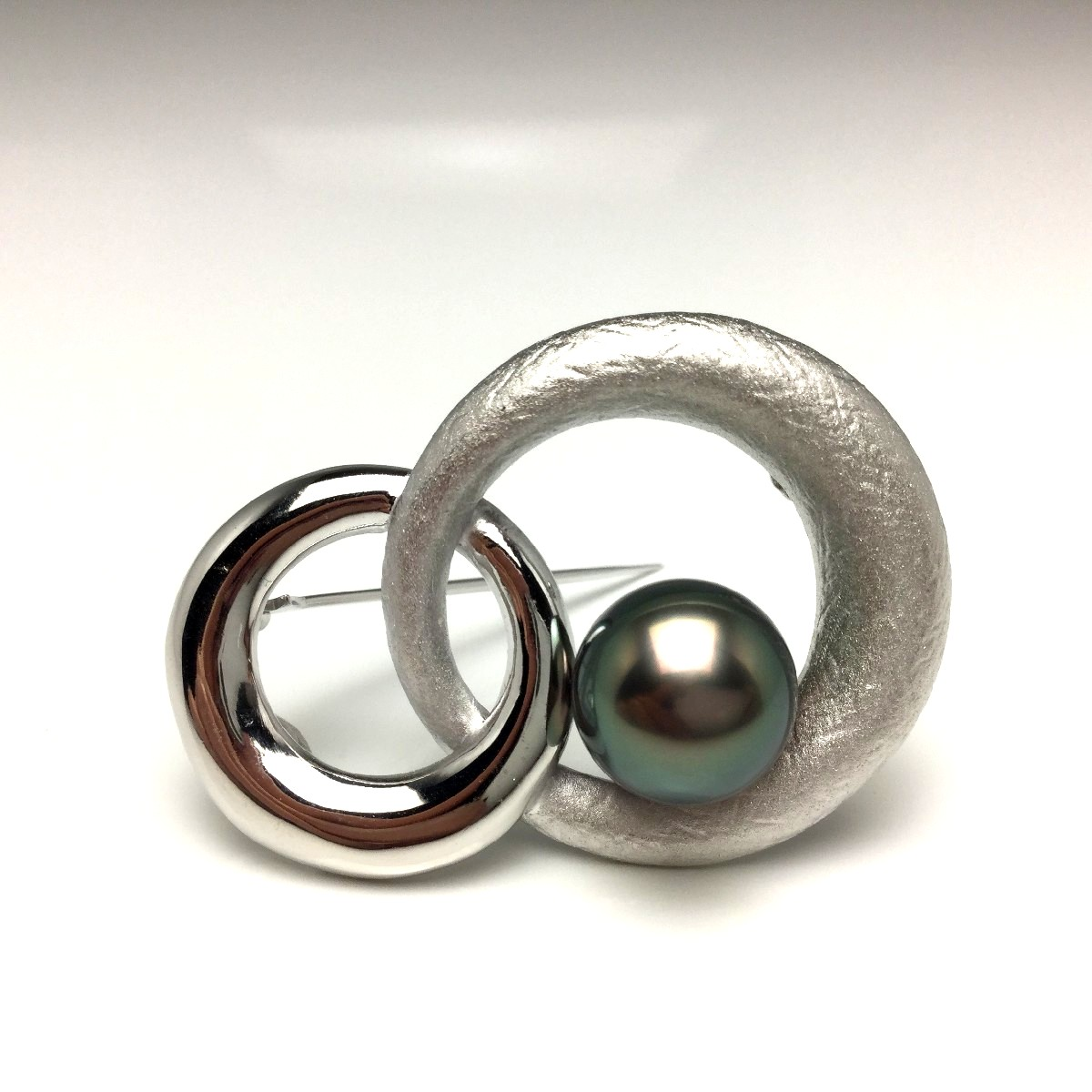 真珠 ブローチ パール 黒蝶真珠 10.5mm ピーコックグリーン シルバー 65901 イソワパール