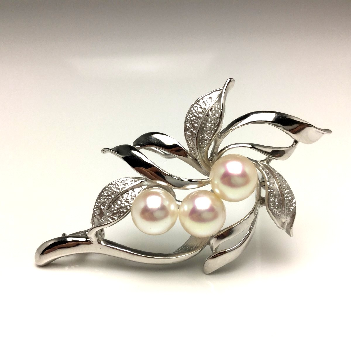 真珠 ブローチ パール アコヤ真珠 7.0-7.5mm ホワイトピンク シルバー 植物 フラワー 65962 イソワパール