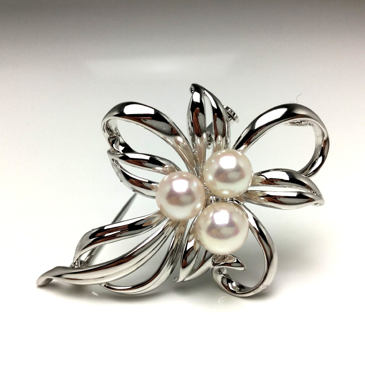 真珠 ブローチ パール アコヤ真珠 7.0-7.5mm ホワイトピンク シルバー 植物 フラワー 65969 イソワパール