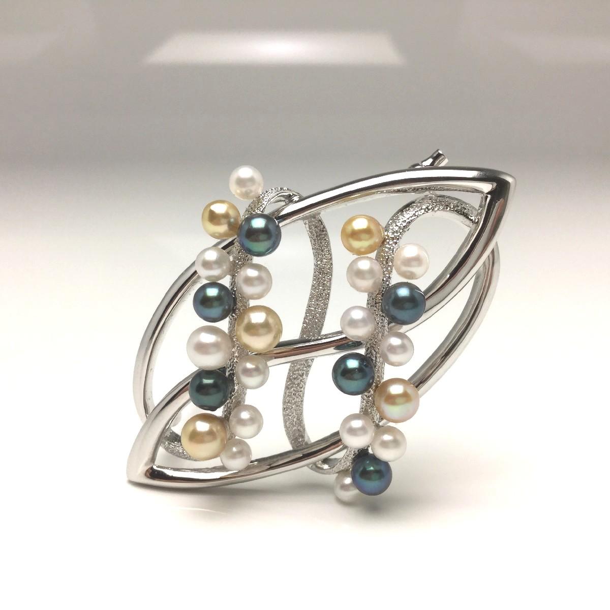 【送料無料】真珠の故郷・伊勢志摩で80余年の歴史 真珠専門店がお薦めする白蝶真珠ブローチ 真珠 ブローチ パール アコヤ真珠 3.5-4.5mm マルチカラー シルバー 66279 イソワパール