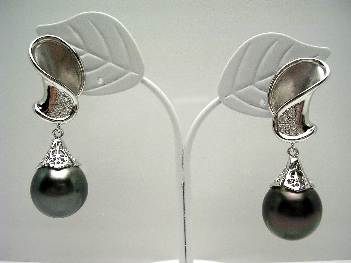 送料無料 真珠の故郷 伊勢志摩で80余年の歴史 本物 真珠専門店がお薦めする黒蝶真珠イヤリング 真珠 イヤリング パール 62775 [再販ご予約限定送料無料] ホワイトゴールド 13.2mm イソワパール ディープグリーン 黒蝶真珠 K14