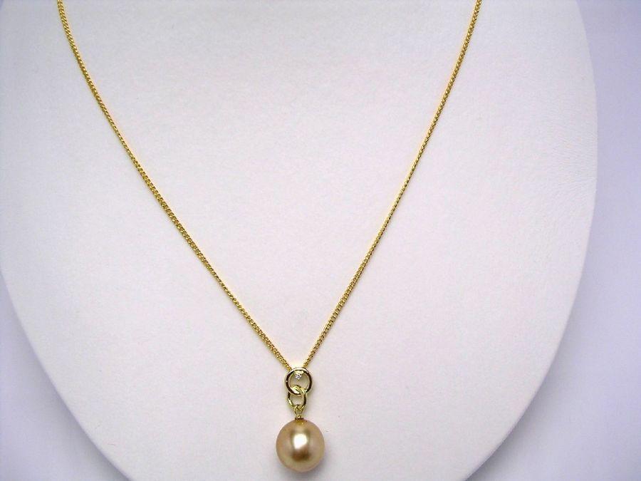 真珠 ペンダントトップ パール 母の日 白蝶真珠 10.5mm ゴールド(ナチュラル) K18 イエローゴールド ダイヤモンド 0.01ct 20801 イソワパール