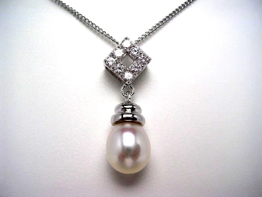 真珠の故郷 伊勢志摩で80余年の歴史 真珠専門店がお薦めする淡水真珠ペンダントトップ 真珠 ペンダントトップ パール 淡水真珠 ジルコン ふるさと割 46768 ホワイト 8.5-9.5mm イソワパール シルバー 市場