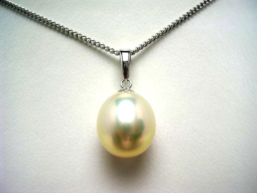 真珠 ペンダントトップ パール 淡水真珠 10.1×11.3mm ライトホワイトオレンジ K18 ホワイトゴールド 53574 イソワパール