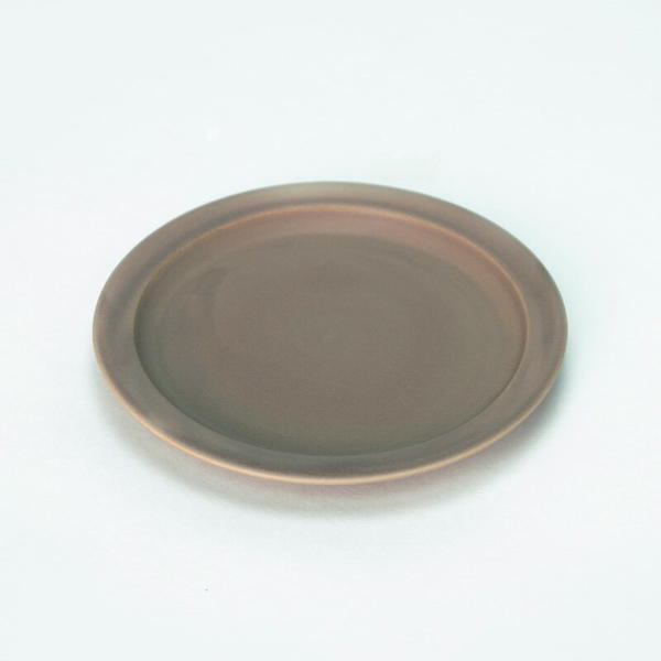 美濃焼のうつわを製造するメーカーSAKUZAN窯の食器 綺麗な色が特徴的なお皿です ずっと触っていたくなる優しい質感もうれしいギフトプレゼントとしてもオススメの食器です 合計3980円以上ご購入で送料無料 SAKUZAN サクザン 皿 小皿 中皿 お皿 美濃焼 ダイニング キッチン 料理 茶 18%OFF ブラウン 大幅値下げランキング シンプル 贈り物 嬉しい プレゼント Saucer Sara お祝い ギフト 238-00006 おしゃれ