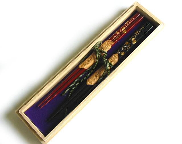 夫婦箸 ハート唐草 木箱入り木製漆塗りの箸の2膳セット 結婚祝いや内祝いに カトラリー 漆器