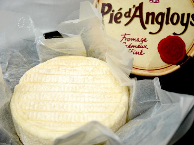 海外輸入 口に含むと とっても濃厚なミルクの風味が口いっぱいに広がります ペロー社 ウォッシュチーズ ピエダングロワ 200g フランス産 即日出荷