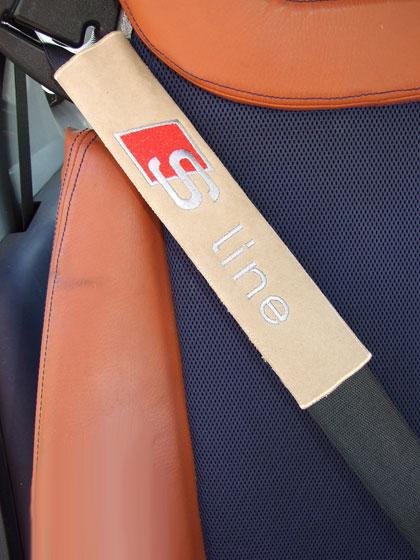 アウディAUDI-Slineのシートベルトカバーパッド(2枚セット)のエンブレム