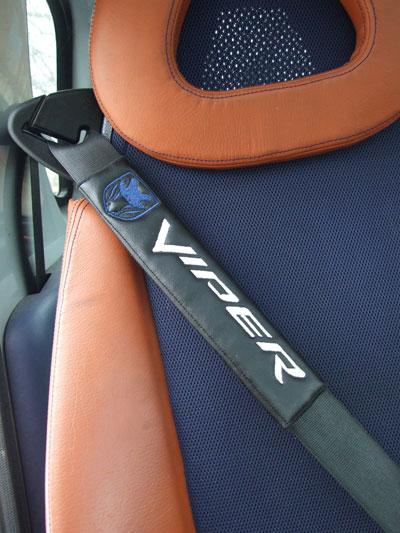 ダッジ バイパーDODGE-VIPERのシートベルトカバーパッドのエンブレム(2枚セット)