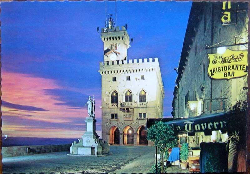 1950年発行のサンマリーノ共和国の風景の絵はがきお部屋のインテリアにイタリアのアンティークショップで見つけた絵ハガキと切手と雑貨