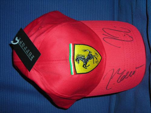フェラーリFERRARIライコネンとマッサの自筆のサイン入りキャップ帽子