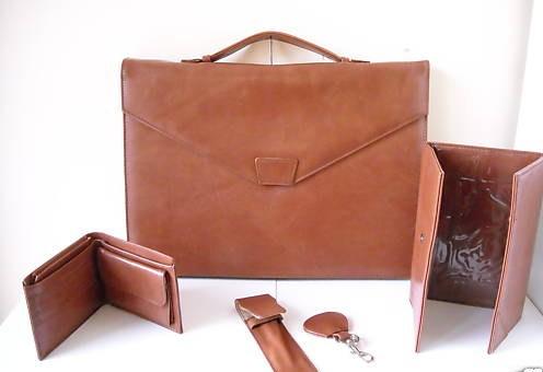 本革のカバンと財布とキーホルダーの5点セット数量限定イタリアから直接お取り寄せ
