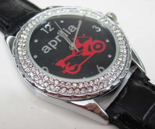 アプリリアApriliaの本革腕時計はイタリアからのお土産です。