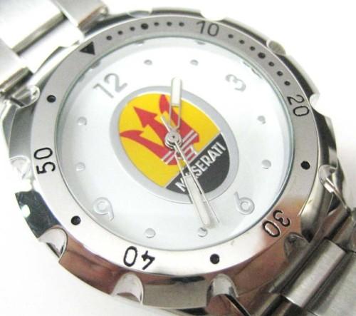 マセラティMaseratiの腕時計(白)はイタリアからのお土産です。