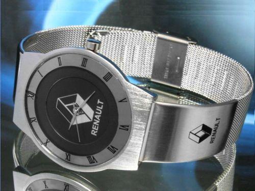 ルノーRenaultの腕時計はイタリアからのお土産です。