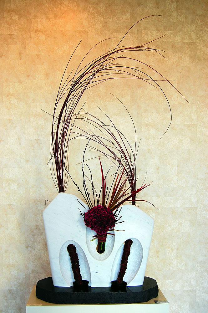 彫刻家 安部大雅作 「秋の花活け」