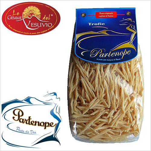 安心の実績 高価 買取 強化中 イタリア カンパーニャ パスタの茹で汁を美味しいと思った 小麦香るもちもちパスタ もちもち感最高です ラグーやカルボナーラ ジェノベーゼに トロフィエ 500g パルテノペ Trofie Partenope ジェンメ del ヴェスヴィオ ブランドで多くの星付きレストランに愛されています Gemme レ strofinare=こする という動詞が語源のリグーリア発祥のショートパスタ 人気ブランド多数対象 ※イタリアではLe vesuvio デル