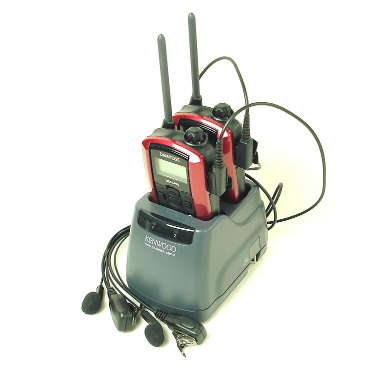 (2組セット)インカム ケンウッド/特定小電力トランシーバーUBZ-LP20(レッド)新4点セットx2組に純正ツイン充電器を採用