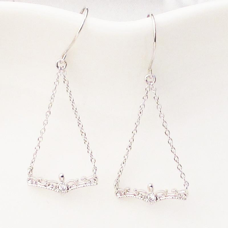 プラチナ Pt900 ダイヤモンド ピアス ティアラ モチーフ揺れる ブラ レディース ギフト プレゼント