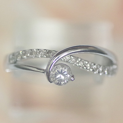 ホワイトゴールド ダイヤモンドリング 0.37ct ダイヤモンド 大きなダイヤモンドが印象的でゴージャスなダイヤモンドリング