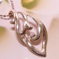 巻貝の中に1石のダイヤモンドの宝石!!