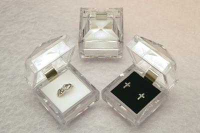 ガラスのような透明感のPS樹脂ジュエリーケース クリスタルジュエリーケース アクセサリーケース 本日限定 ジュエリーボックス 小さい 訳ありセール 格安 リング 指輪 ネックレス用 ピアス 《リングケース あす楽対応 イヤリング用 ギフトケース》