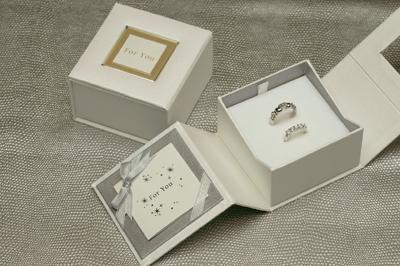 センスもアピールしよう 新作通販 《華やかさと 艶が魅力のパールペーパー使用》ジュエリーケース ギフト用ジュエリーボックス アクセサリーケース ギフトボックス 箱 国内在庫 宝石箱 プレゼント