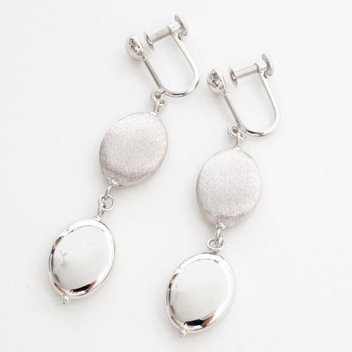 Light And Shadow 18 Karat Gold K18 White Earrings Double Fantasy Which Shake Glitter