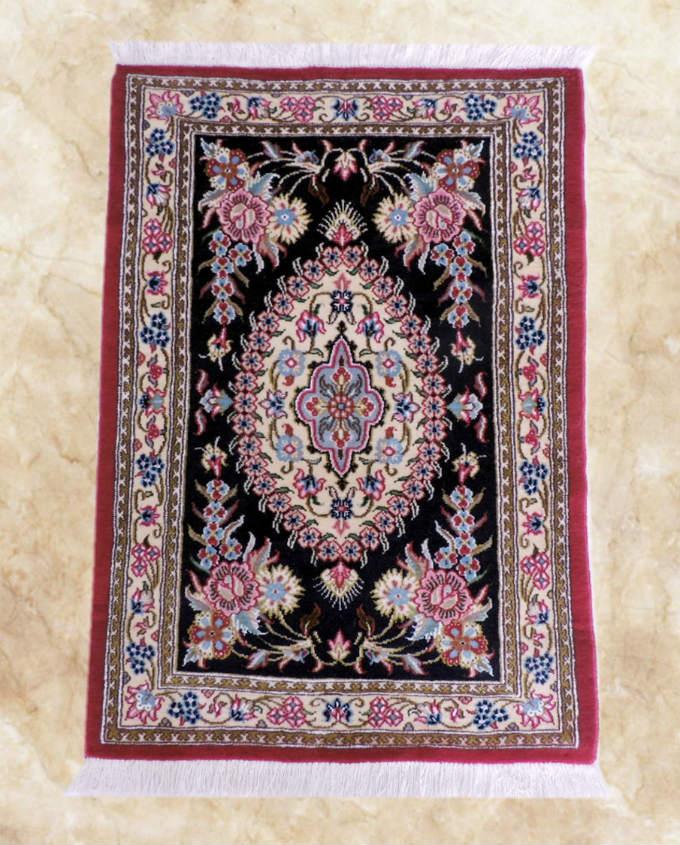 ペルシャ絨毯・カーペット ウール100% 手織り ペルシャ絨毯の本場 (イラン クム産) 玄関マット:88cm×58cm【本物保証】